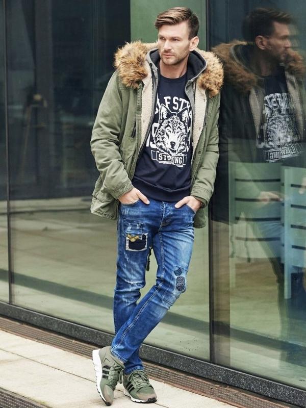 Styling Nr. 342 - Uhr, Winter Jacke Parka, Sweatshirt mit Motiv, Jeanshose